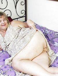 Gorgeous Cantrice beeg bikini mom