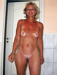 Hot Leila beeg mature solo