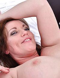 Hot Milf Holly Kiss goes interracial