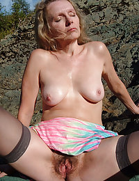 Hot Evelyn beeg mature photos