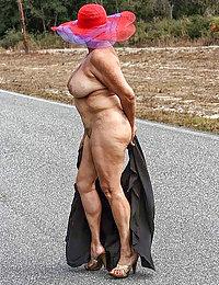 Beeg Mature Porn Photos - New Beeg Moms Pics