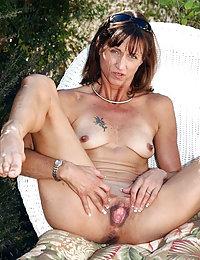 Hot Bella beeg and small mature