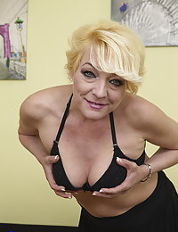 This naughty mature beegslut loves to play alone